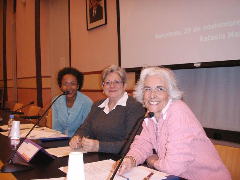 Dña. Rafaella Martín, educadora para la Salud, junto con Dña. Leonor Cantera (UAB) y Dña. Lucía Lázaro (Associació Acció contra la Violència)